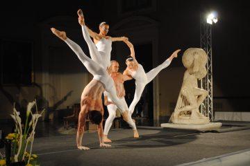 Artisti acrobatica Tupperware Magina